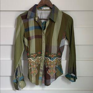 (NWOT) Floral Appliqué button down flannel